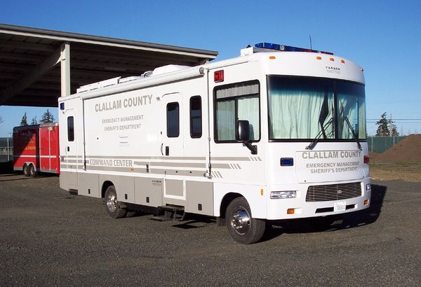 Mobile incident command vehicle